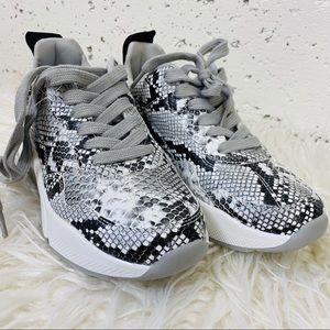 NWT Snakeskin Sneakers with chunky sole 5.5 EUR 35